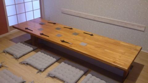 8名座れるお座敷スペースのテーブル