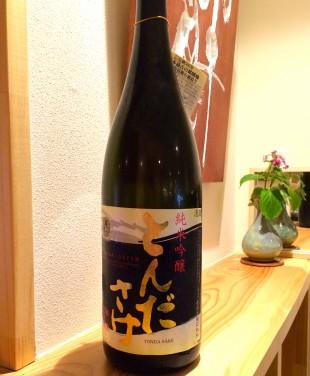 地元高槻の酒 國乃長 とんださけ 純米吟醸です 精米歩合60% 日本酒度+3 酸度:非公開 地元高槻が誇る日本酒、優しい吟醸香とふんわり包み込む味わいに大阪の酒の強い旨口を覗かせるお酒、 天ぷら料理に合わせるといいですね!!!