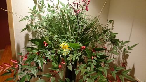 お客様に立派な花を生けていただきました