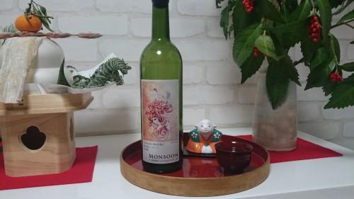 ワインのボトルみたいやけど日本酒です。笑四季と書いて「えみしき」と読みます