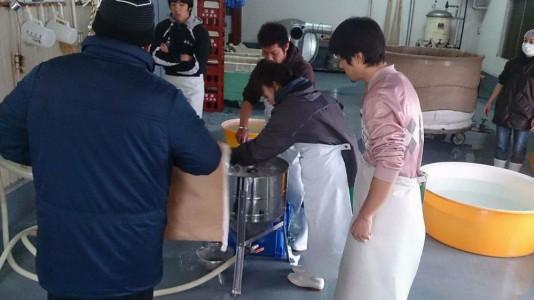 洗米するスッタフその2