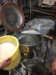 ウドッソンの洗米機です。この作業も理想とする酒質へつながるための大事なものです。